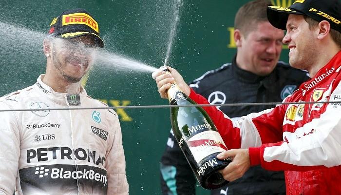 Lewis Hamilton champanhe pódio China