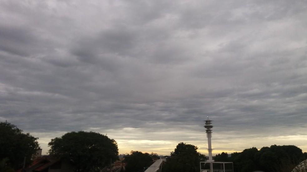 Tempo encoberto nuvem nublado previsão do tempo céu (Foto: Gabriela Haas/G1)