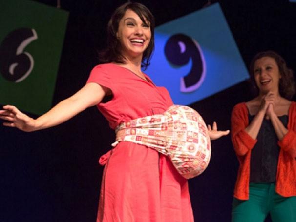 Cynthia Fallabela em cena da peça 'Mães Iradas'  (Foto: João Caldas)