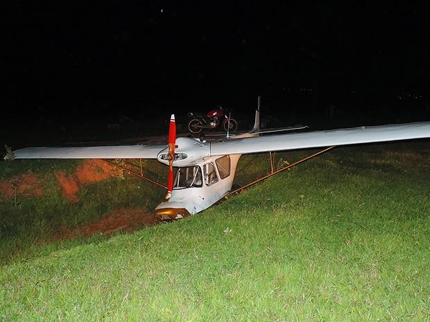 Piloto do ultraleve não teve ferimentos (Foto: Gustavo Justino / G1)