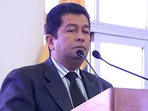 Henderson Pinto assumiu cargo em 2013 e acabou com a reeleição (Foto: Reprodução/TV Tapajós)