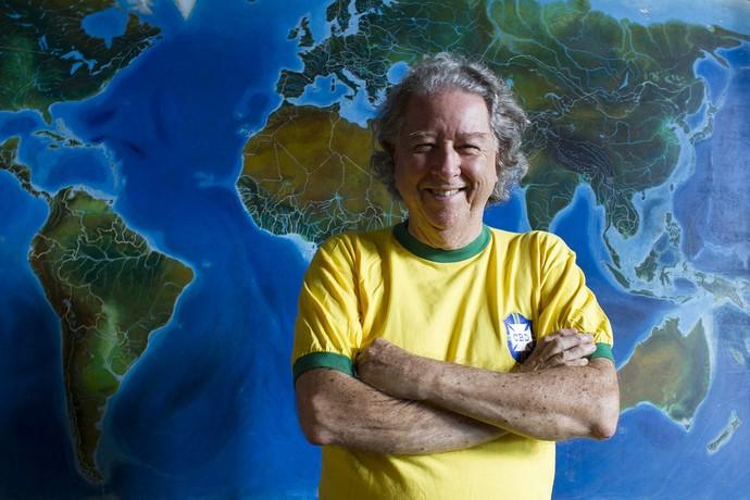Aldyr Garcia Schlee camisa canarinho (Foto: Gilberto Perin/Divulgação)