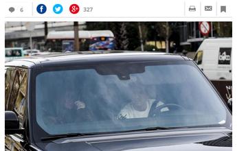 Messi chega cedo à clínica para cirurgia que removerá cálculos renais