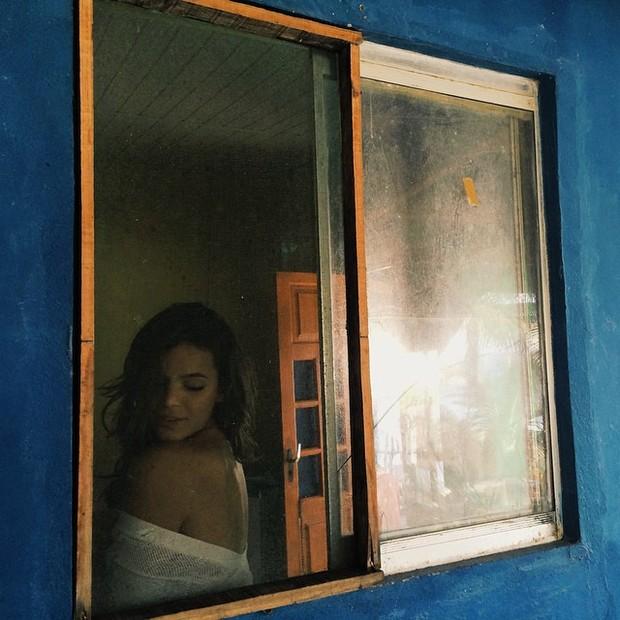Bruna Marquezine faz charme em foto (Foto: Instagram)