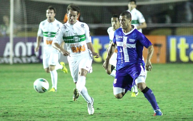 Everton e Nilton, Vasco e Coritiba (Foto: Luciano Berlford / Futura Press)