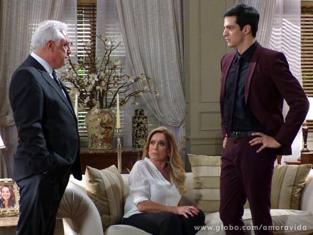 César deixa claro que vai até o fim na investigação (Foto: Amor à Vida / TV Globo)