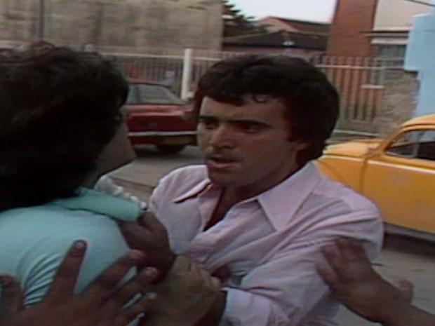 Cirilo diz a André que Malta Cajarana era um bandido e o agride.