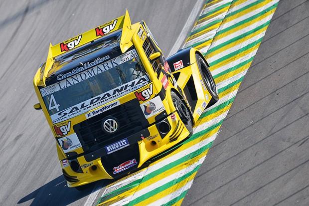 Felipe Giaffone  e seu Truck VW #4 (Foto: Fabio Davivi/MF2)
