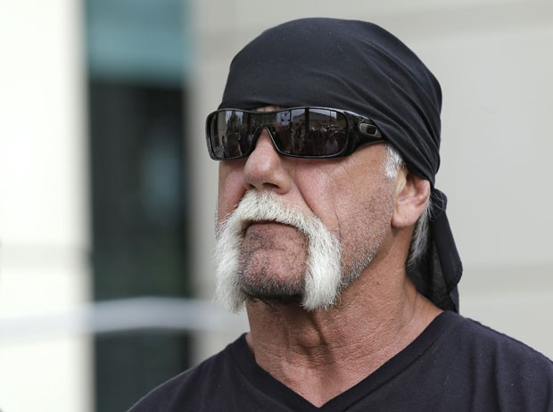 Ex-lutador foi chamado de 'pervertido' por seguidores (Foto: Chris O'Meara/AP)