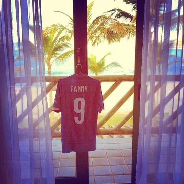 0a7ba93b4a EGO - Fanny Neguesha mostra camiseta da Itália personalizada com seu ...