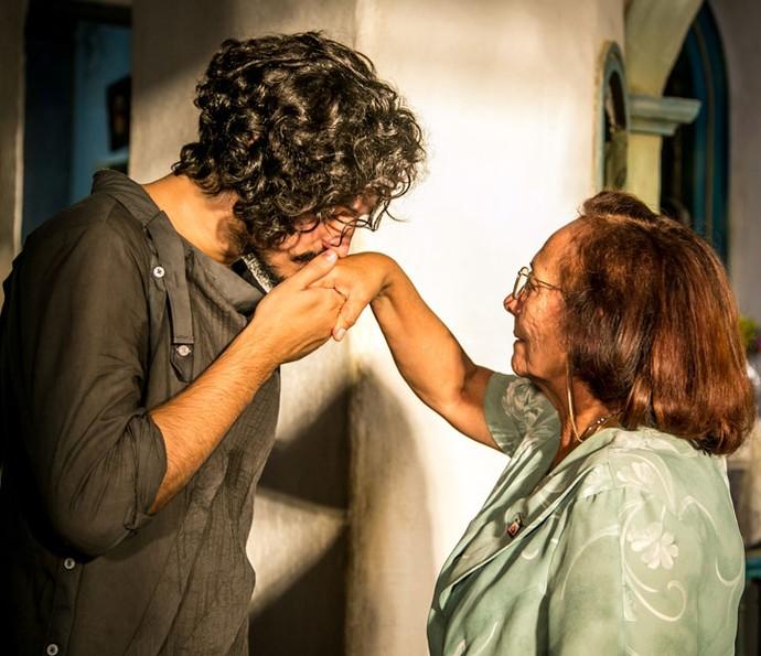 Miguel conhece Piedade (Foto: Paulo Belote/ Globo)