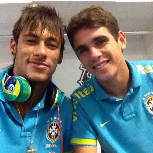 Neymar parabeniza o jogador Oscar (Foto: Reprodução  / Instagram)