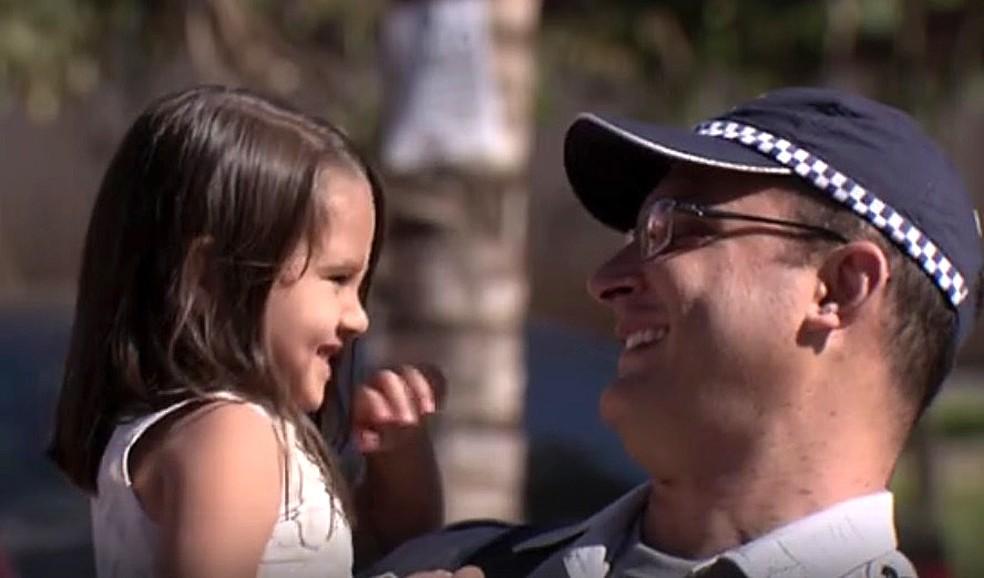 Policial do DF salva 20 pessoas de incêndio em Samambaia (Foto: TV Globo/Reprodução)
