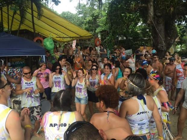 Bloco da Tribo animou foliões na tarde de domingo (7) em Ubatuba (SP) (Foto: Pedro Melo/ Rede Vanguarda)
