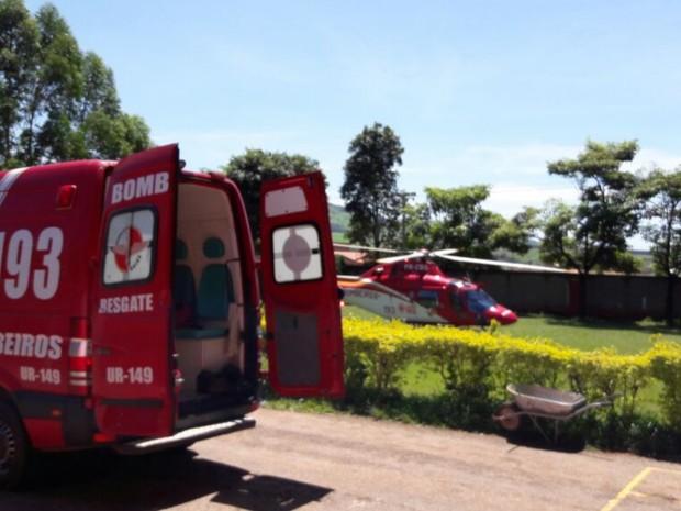 Piloto foi socorrido de helicóptero e é levado para Goiânia, Goiás (Foto: Divulgação/Corpo de Bombeiros)