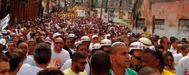 Protestos pacíficos e espírito cívico marcam festejos ao Dois de Julho (Alan Tiago/G1)