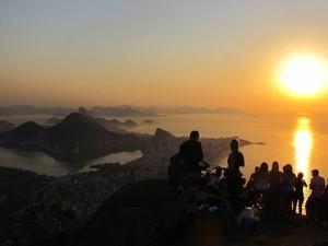 MORRO DOIS IRMÃOS – O acesso ao Morro Dois Irmãos é a partir do Morro do Vidigal. A trilha é tranquila mesmo para os mais inexperientes. Do topo, é possível apreciar a cidade com uma perspectiva de 360°. (Foto: José Raphael Berrêdo/G1)
