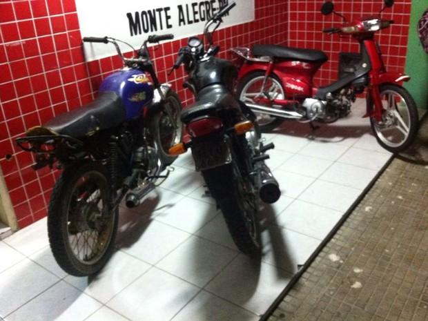 Com o grupo preso em Monte Alegre, foram apreendidas quatro motos (Foto: Tenente Gustavo Craveiro/Polícia Militar do RN)