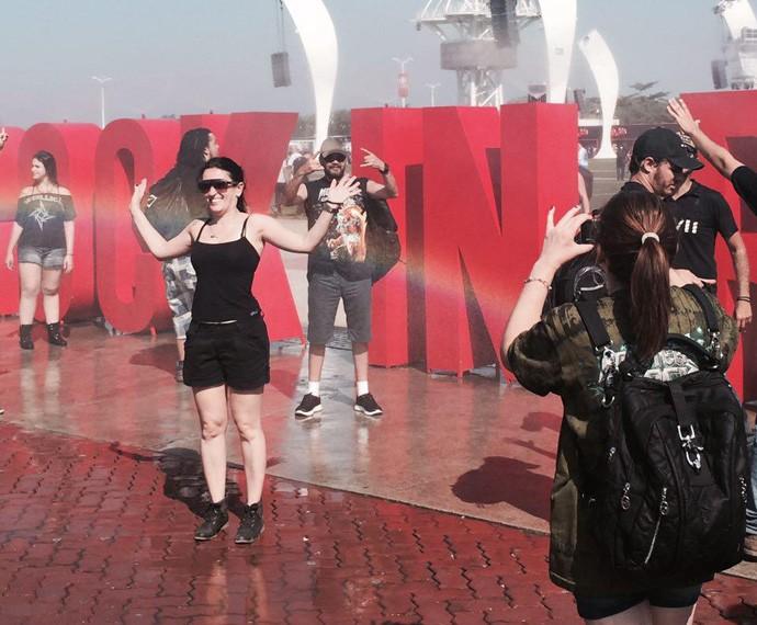 Público marca presença na fonte, no segundo dia de festival (Foto: Gshow)