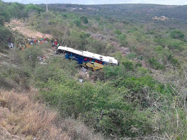 Acidente com ônibus na BR-116, na Bahia (Foto: Edson Nunes/ TV Sudoeste)