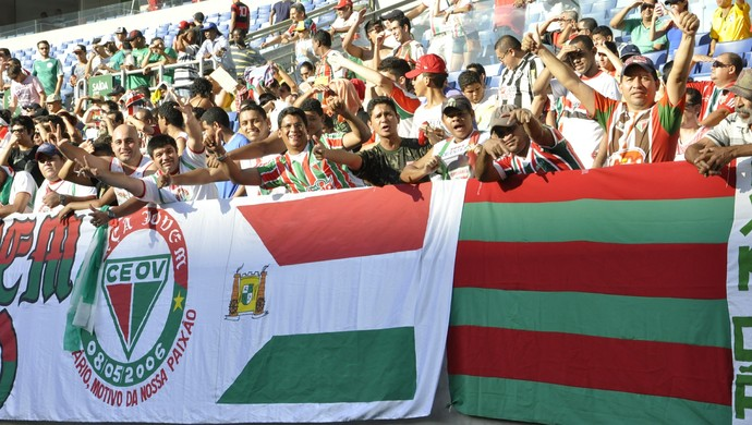 Torcida do Operário na Arena Pantanal (Foto: Robson Boamorte)