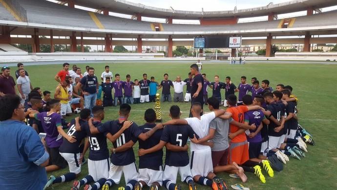 Jogadores do Remo comemoram bastante o título ao final da partida (Foto: Brenno Rayol/GloboEsporte.com)