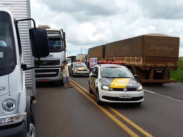 Caminhoneiros buscam apoio de outros motoristas (Foto: Alan Batislani/Arquivo pessoal)