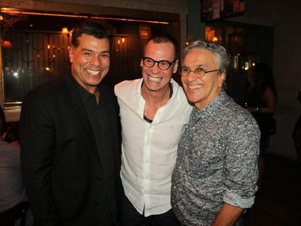 Maurício Mattar com Carlinhos de Jesus e Caetano Veloso em restaurante na Zona Oeste do Rio (Foto: Thyago Andrade/ Foto Rio News)