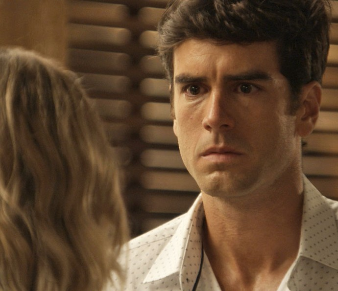 Felipe chega na casa de Jéssica enfurecido (Foto: TV Globo)