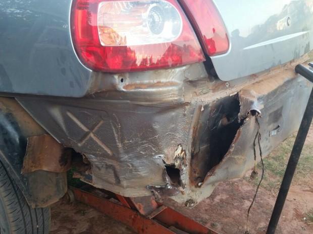 Droga estava escondida em fundo falso de veículo (Foto: Divulgação/PM)