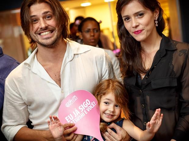 Dado Dolabella com a filha Ana Flor e com a mulher, Juliana Wolter, em inauguração de restaurante na Zona Sul do Rio (Foto: Marcos Samerson/ Agência We love Photo!/ Divulgação)