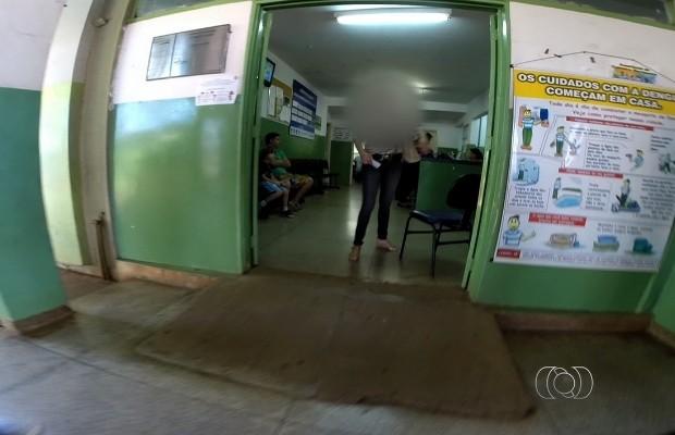 Pais denunciam a falta de seringas e vacinas nos postos de saúde de Goiânia, Goiás (Foto: Reprodução/TV Anhanguera)