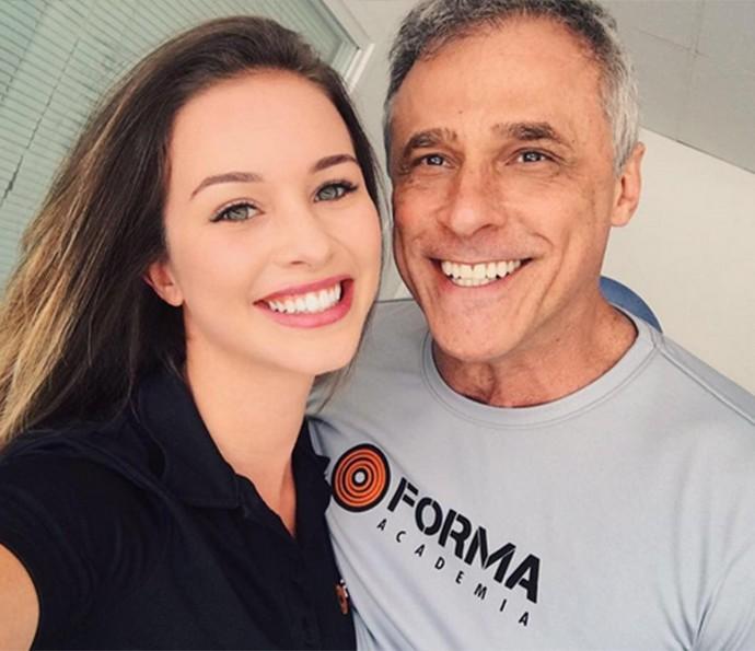Laryssa Ayres e Oscar Magrini nos bastidores de 'Malhação' (Foto: Arquivo Pessoal)