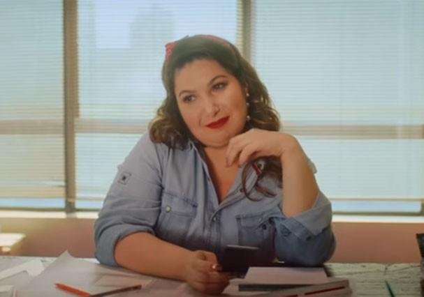 """Mariana Xavier no clipe """"Cansei de Farra"""" (Foto: Reprodução/Youtube)"""