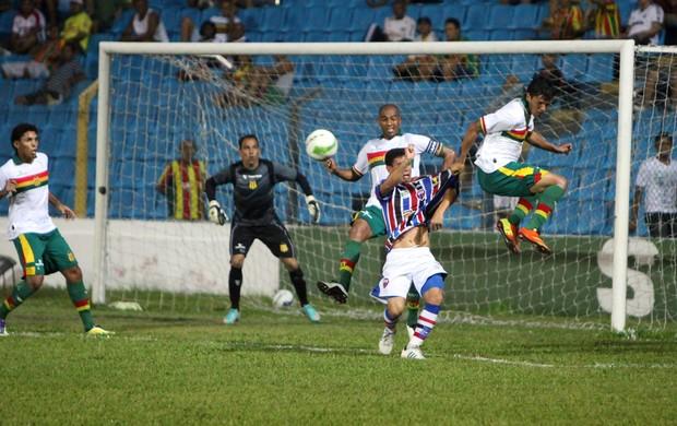 Sampaio e Maranhão jogando pelo Campeonato Maranhense (Foto: De Jesus/O Estado)