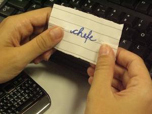 Se você tirar o chefe, dê um presente de acordo com o valor combinado, diz especialista (Foto: G1)