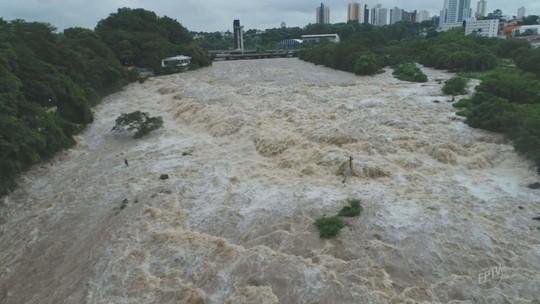 Nível do Rio Piracicaba abaixa e Avenida Beira Rio é liberada