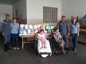 Bombeiros doação de fraldas em Ituiutaba  (Foto: Corpo de Bombeiros/Divulgação)