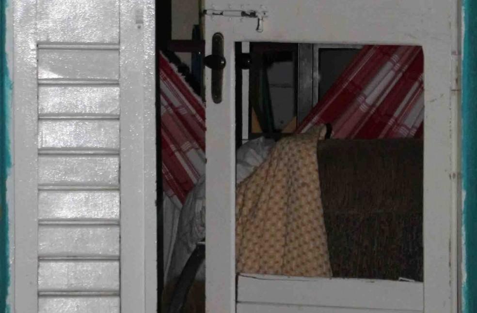 Criminosos quebraram porta e mataram Laércio Martins da Silva enquanto dormia, em Mossoró (Foto: Marcelino Neto/O Câmera)