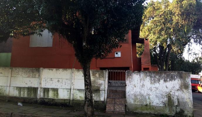 Casa de Patrícia Moreira foi apedrejada (Foto: Diego Guichard)