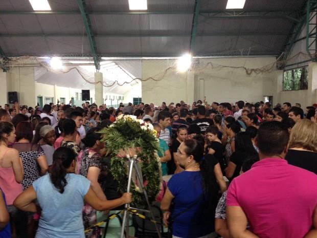 Comoção pública fez com que o ginásio ficasse lotado (Foto: Rodrigo Soares/RPC)