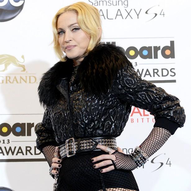 Madonna malha duas horas por dia. Todos os dias, sem falta. Não à toa, a rainha do pop, que está com 56 anos, lançou a rede global de academias Hard Candy em parceria com sua personal trainer, Nicole Winhoffer. (Foto: Getty Images)
