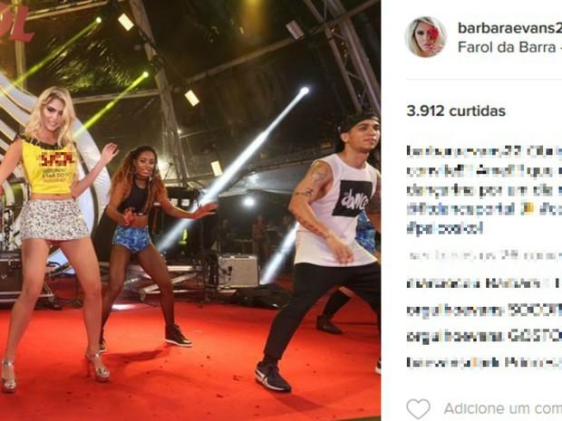 Bárbara Evans dançou em palco no Farol da Barra (Foto: Reprodução / Instagram)