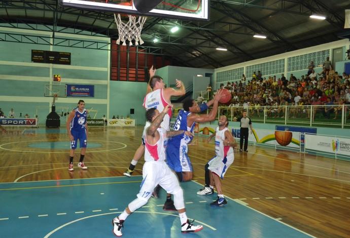 Time do Macaé dominou os rebotes na vitória sobre o Espírito Santo (Foto: Sidney Magno Novo/Globoesporte.com)