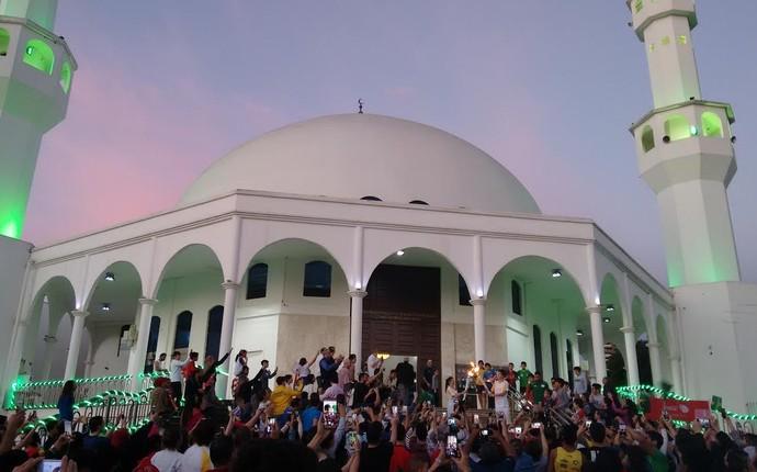 Fogo simbólico também passou pela Mesquita Muçulmana de Foz do Iguaçu; a cidade reúne a segunda maior comunidade árabe do país (Foto: Fabiula Wurmeister)