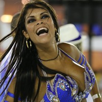 FOTOS: musa esbanja glamour na Sapucaí (Rodrigo Gorosito/G1)