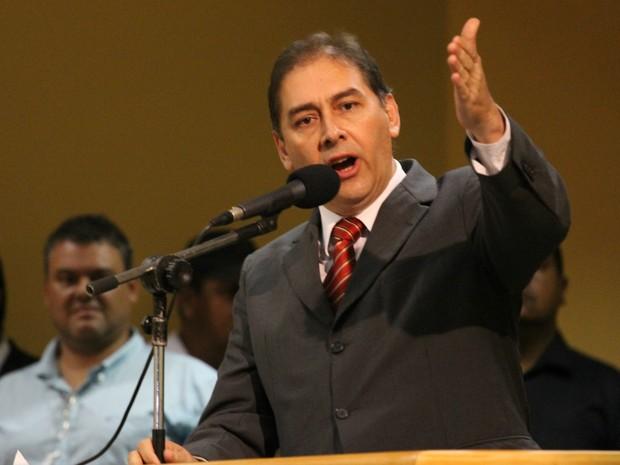 Alcides Bernal faz defesa na tribuna durante sessão de julgamento em Campo Grande (Foto: Lucas Lourenço/G1 MS)