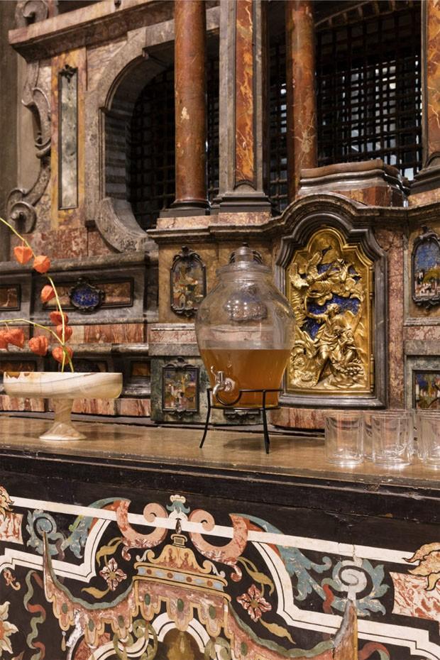 Artista insere quadra de tênis dentro de igreja do século XVI (Foto:  Divulgação)