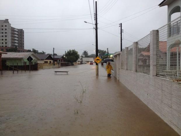Houve alagamentos também em Içara (Foto: Janine Limas/RBS TV)
