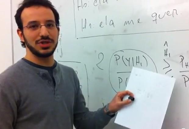 No vídeo, Pedro explica a aplicação da Teoria Bayesiana à prática dos relacionamentos amorosos (Foto: Reprodução/YouTube/Geovany Borges)